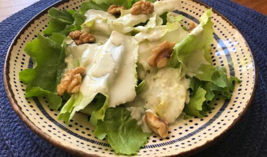 salada de escarola com gorgonzola e nozes